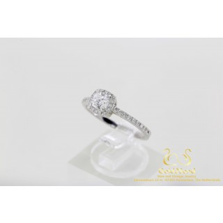 0.65 ct Diamond Point Hearts & Arrow Cushion ring 18 karat White Gold