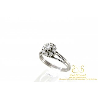 9 Diamanten entourage ring Witgoud 14 karaat